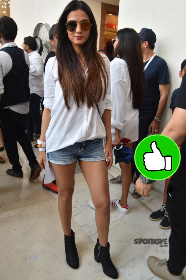sonal chauhan wore a white tee and shorts for justin bieber purpose world tour