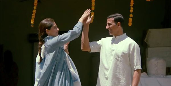 sonam and akshay in padman