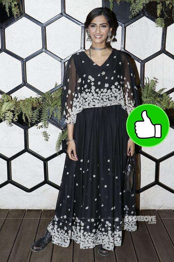 sonam kapoor at arth lounge opening bash
