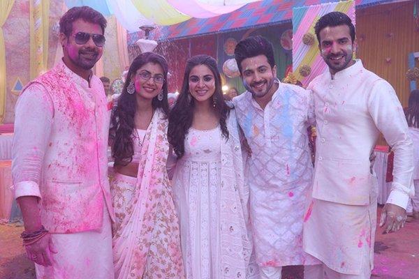 sriti jha shraddha arya dheeraj dhoopar and manit joura celebrate holi for a special episode