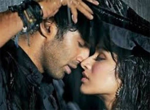 still from aashiqui 2