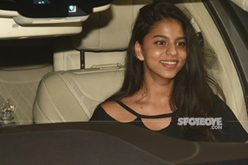 suhana khan is all smiles