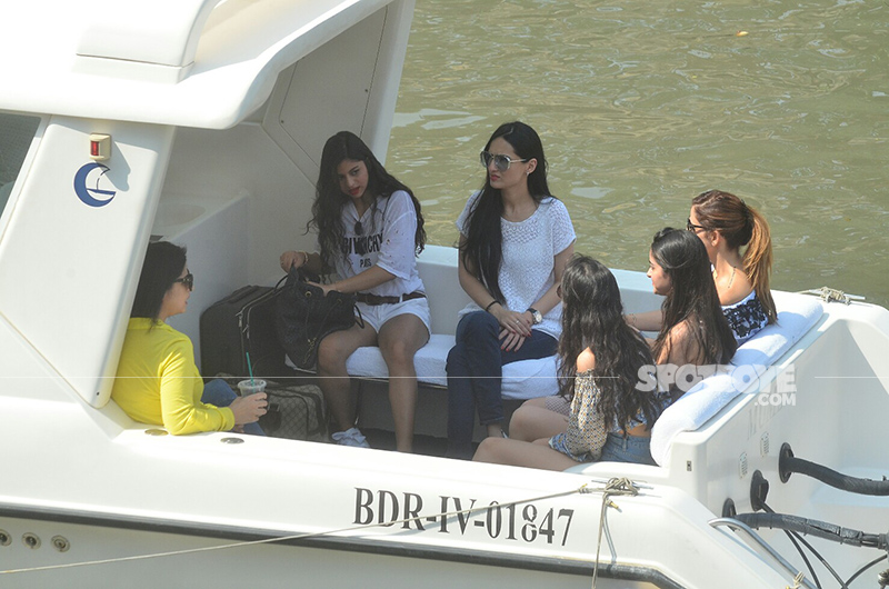 suhana shanaya sussanne and team departing for srk birthday bash in alibaug