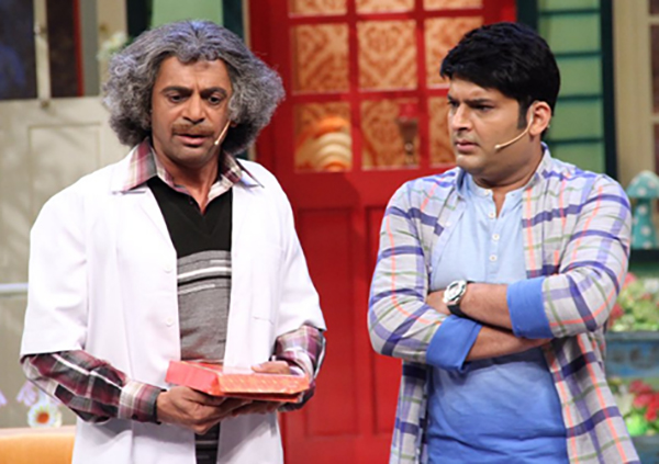 sunil grover and kapil sharma on the sets of the kapil sharma show