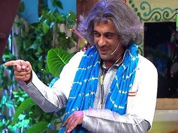 sunil grover as dr mashoor gulati