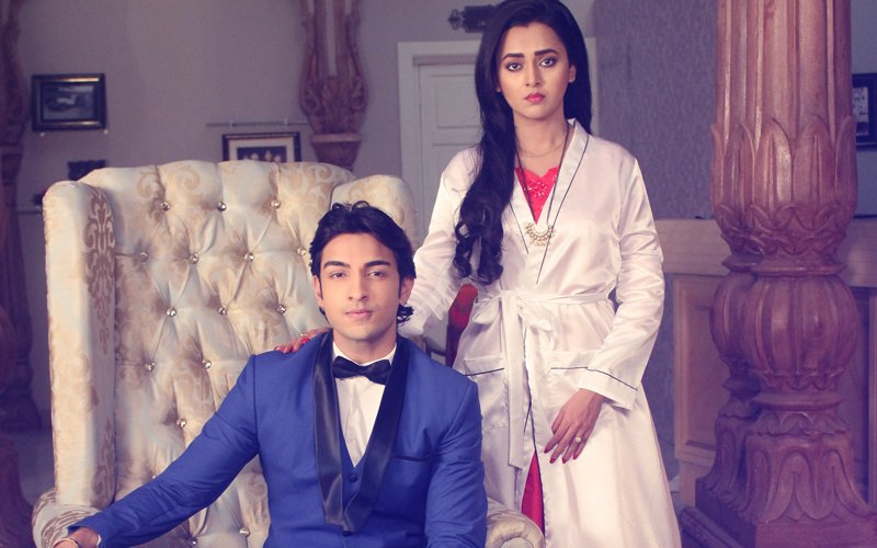 Tejasswi Prakash Dons Bathrobe Over Victorian Gown! Read on to know about the cute goof-up…