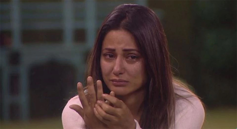 tv actress hina khan crying on bigg boss 11