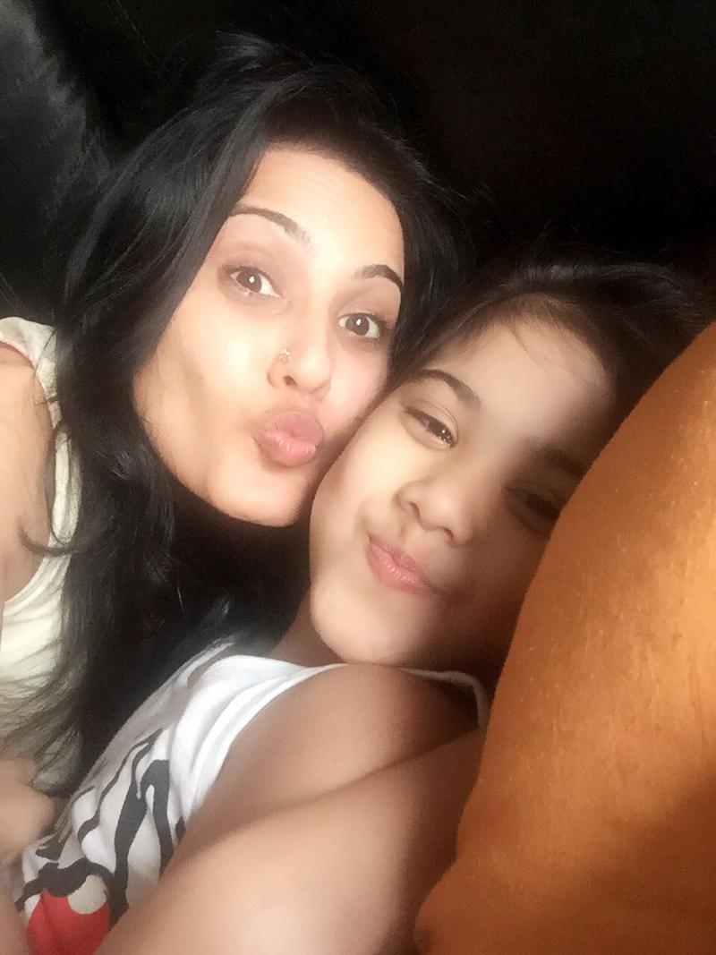 tv actress kamya punjabi with daughter aara