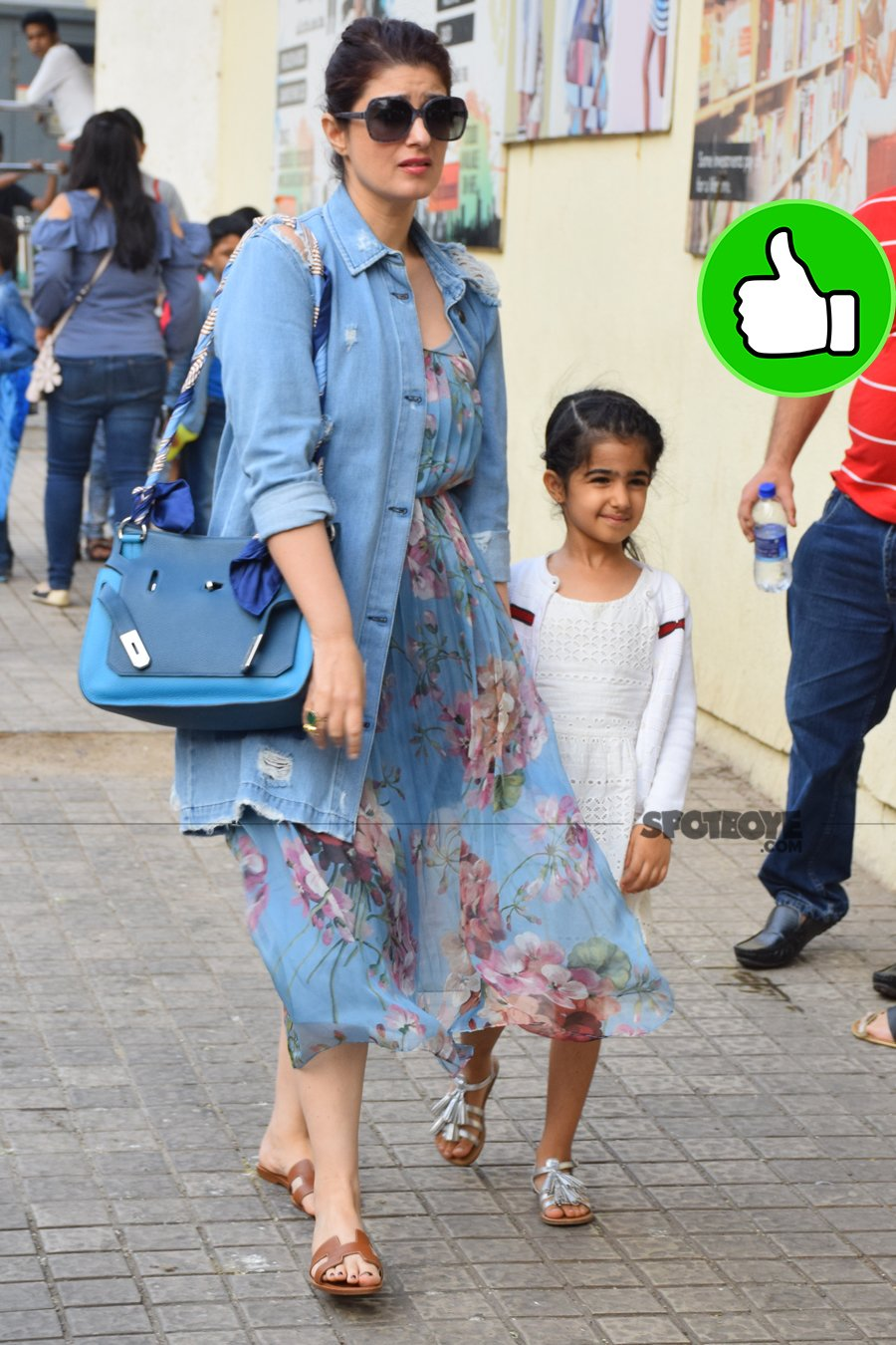 twinkle khanna snapped at pvr