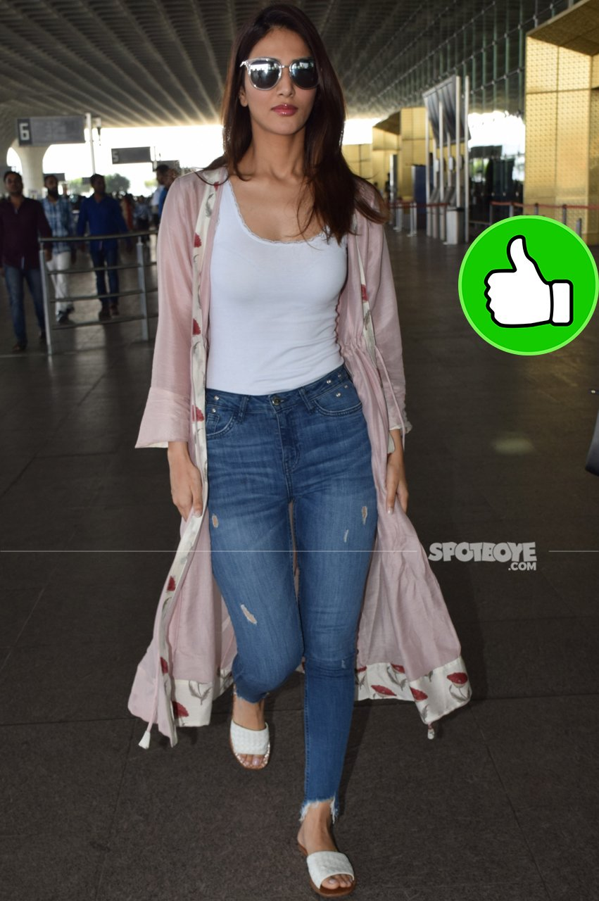 vaani kapoor at the airport