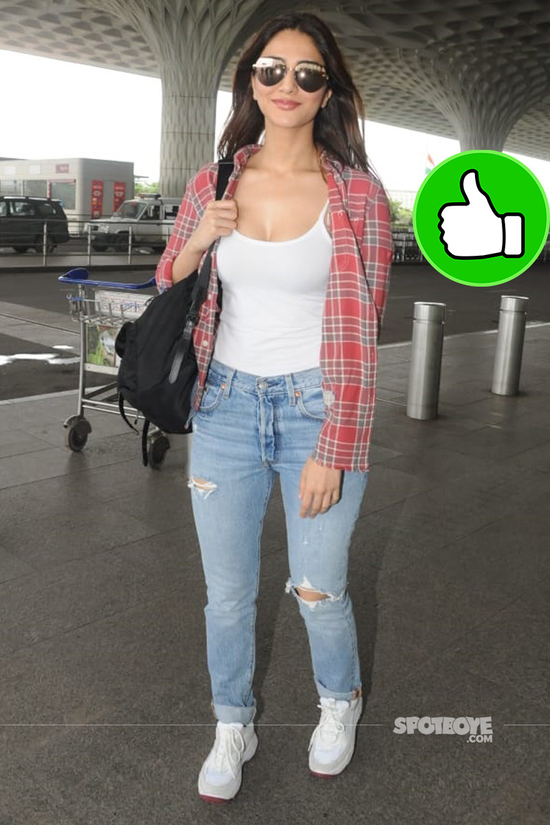 vaani kapoor snapped at mumbai airport