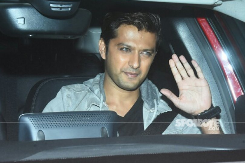 vatsal seth waves to the media