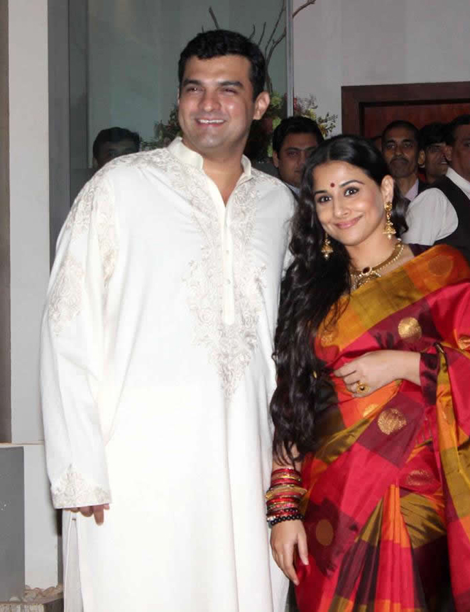vidya balan with husband siddharth roy kapur at an event