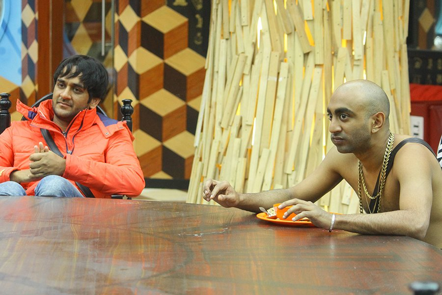 vikas gupta accuses akash dadlani in bigg boss 11
