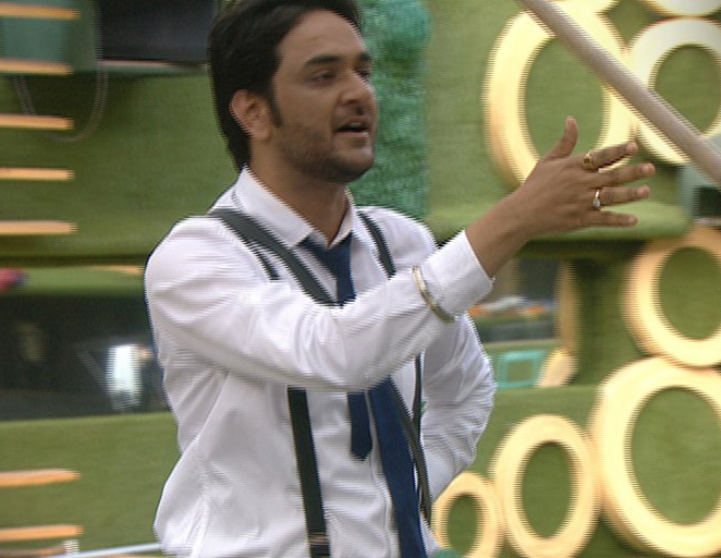 vikas gupta in bigg boss during the pillow making task
