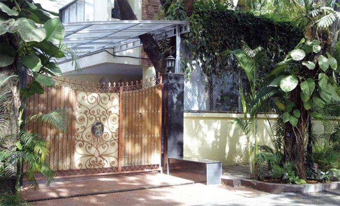 yash chopras bungalow in juhu