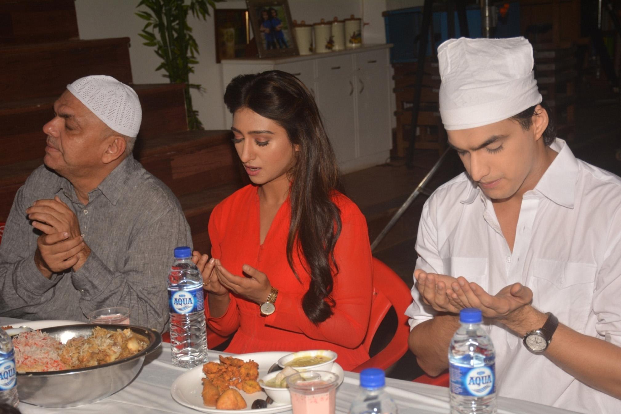 yeh rishta kya kehlata hai cast at iftar party