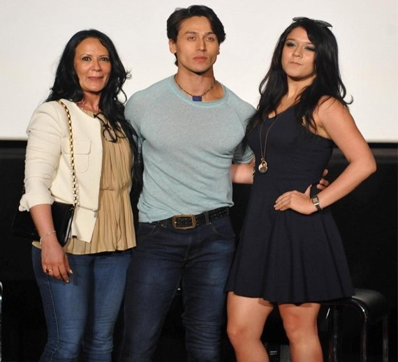 tiger with mother ayesha and sister krishna