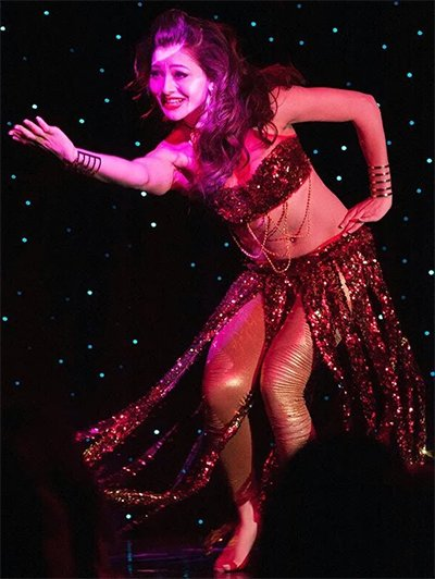 Urvashi_Rautela_Dancing_in_The_Song_Saraa_Zamana.jpg