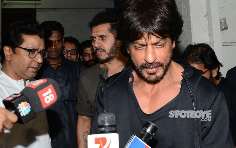 BREAKING NEWS: Shah Rukh Khan Meets Raj Thackeray To Talk Raees