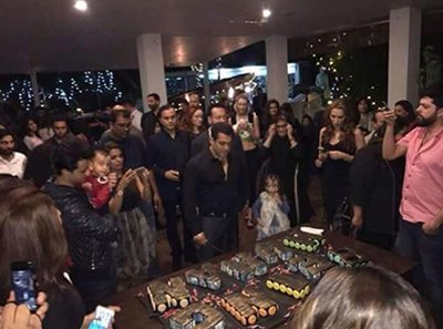 salman khan cutting his bday cake
