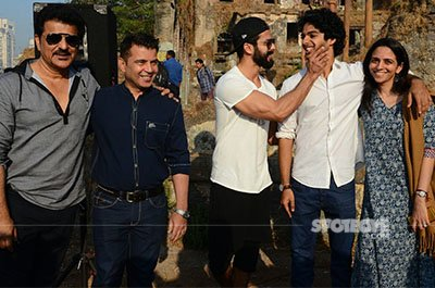 shahid kapoor has some fun with brother ishaan khatter on the sets of his debut film