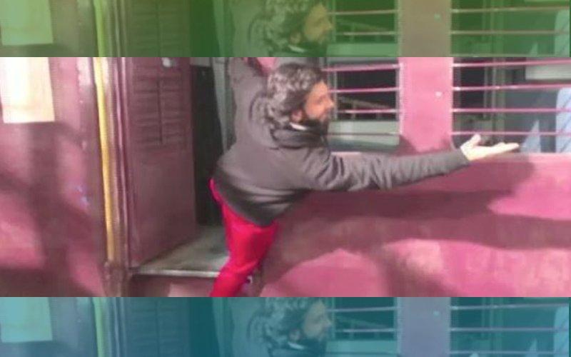 Ranveer Singh Spoofs Shah Rukh Khan & Kajol's Iconic DDLJ Train Scene
