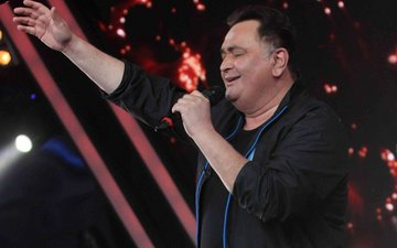 Rishi Kapoor Sings The Evergreen Song 'Main Shayar Toh Nahi' For...