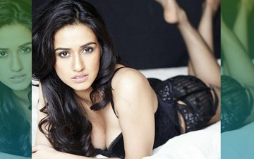 WORSHIP Sexy Disha Patani, Lose VIRGINITY In A Year!