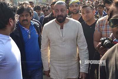 sanjay dutt amongst fans