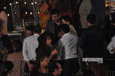 karisma kapoor introducing sandeep toshniwal to her father and others at randhir kapoors 70th birthday bash 6