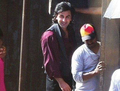 ranbir kapoor dresses as sanjay dutt for his role in the sanjay dutt biopic