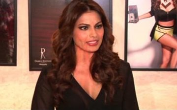 Bipasha Basu's War With London Organiser On Social Media