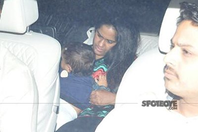 arpita khan sharma with her baby at arbaaz khans party