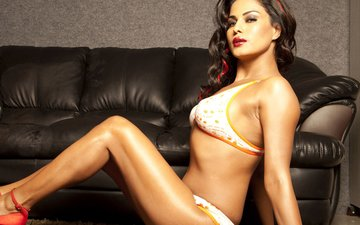 Pakistani Hottie Veena Malik Divorces Husband After 3 Years