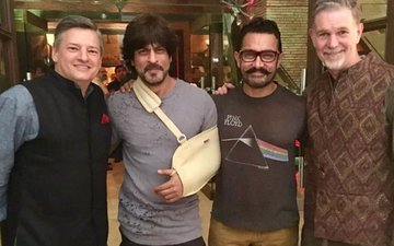 Shah Rukh Khan Hangs Out With Aamir Khan. What's Cooking?