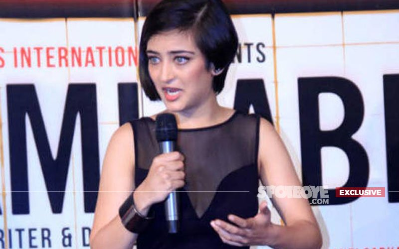 Akshara Haasan's Obnoxious Behaviour With Film Journalist & Distributor Revealed. Not Acceptable!