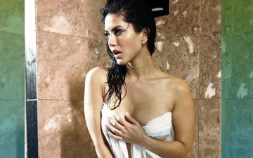 Bathroom Goof-Up: What Went Wrong With Sunny Leone's Bubble Bath?
