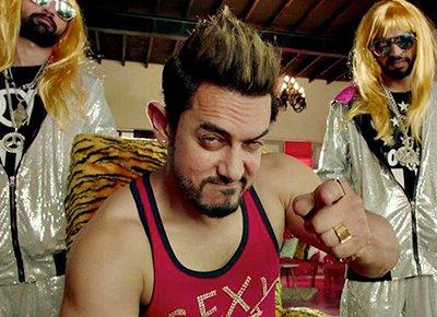 aamir khan in secret superstar movie looking very funky and cool