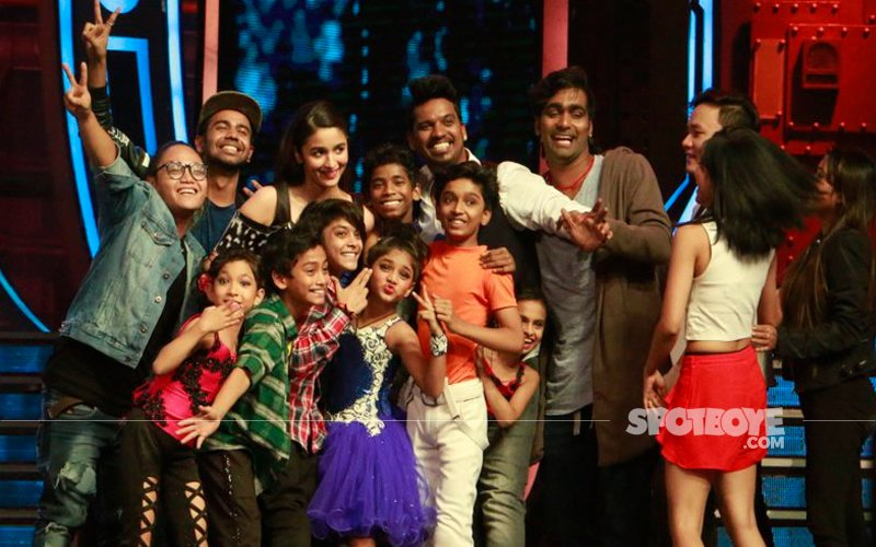 Much of a dancer herself – Alia Bhatt promotes Dear Zindagi on the sets of Super dancer