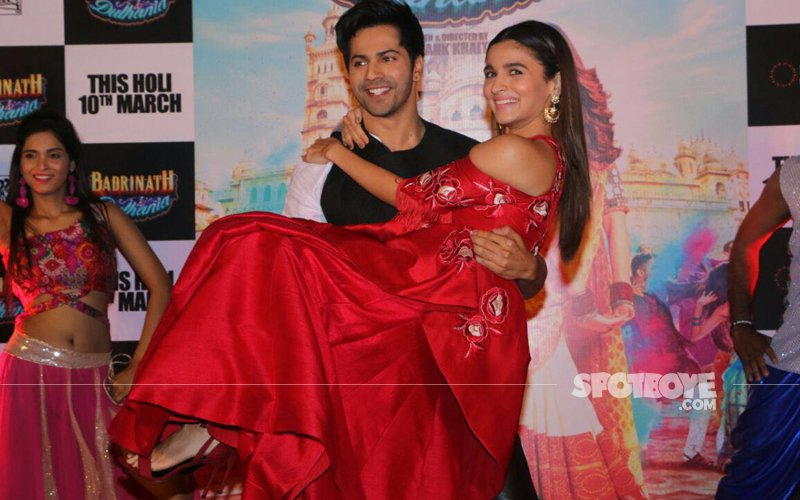Alia Bhatt & Varun Dhawan Splash Colours At Badrinath Ki Dulhania Trailer Launch
