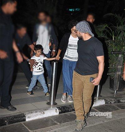how Aamir kept an eye on Azad the entire time.jpg
