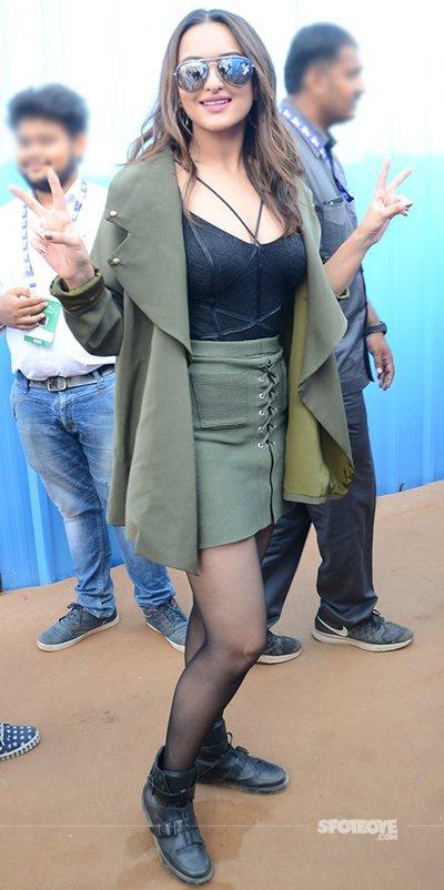 sonakshi_sinha_looking_ravishing_in_her_outfit.jpg