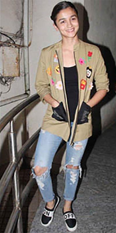 alia_bhatt_looking_hot_posing_for_camera_ripped_jeans.jpg