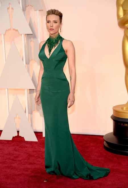 scarlett johansson in green Versace look