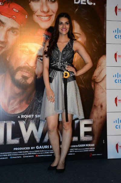 kriti sanon dilwale trailer launch in rohit gandhi and rahul khanna seperates