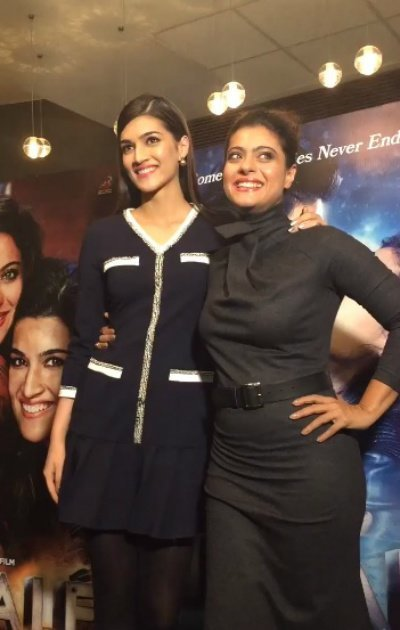 kriti and kajol at dilwale promotions