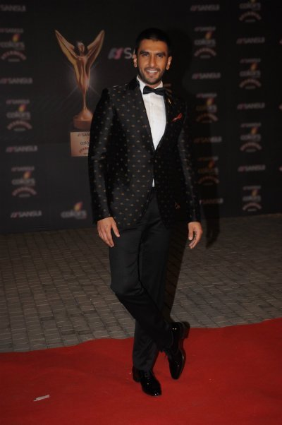 ranveer singh wore a suit with a twist at an awards show