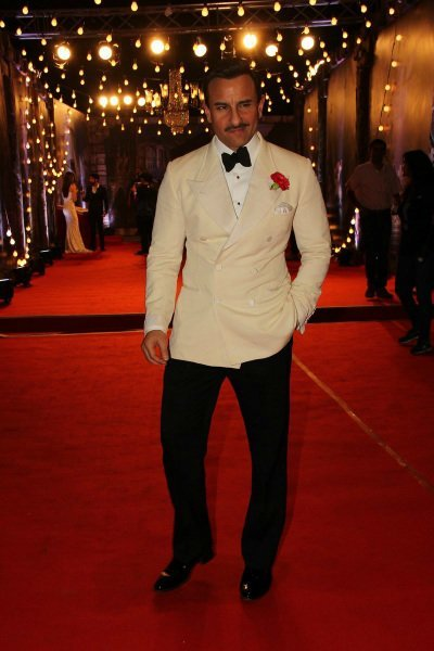 saif ali khan in a suit at an awards show