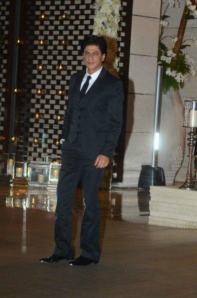 shah rukh khan at ambani s party